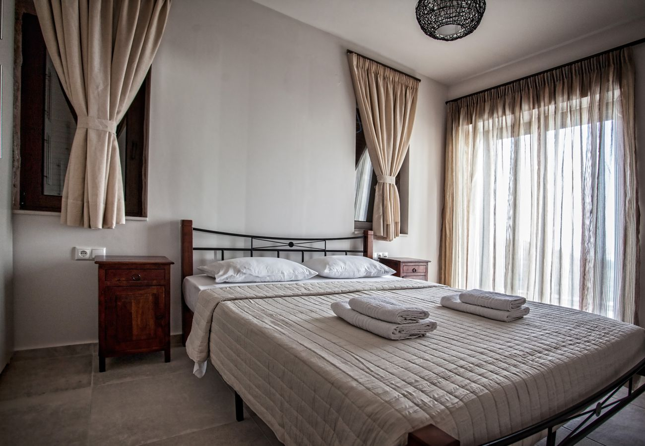 House in Agia Paraskevi - Roussas House